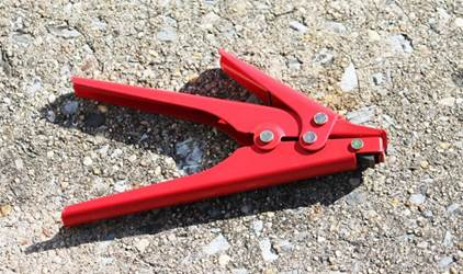 Cutter and puller tool for poly fence ties Cutter and puller tool for poly fence ties